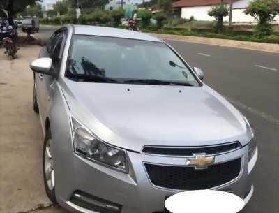 Gia đình em cần bán xe Cruze đời 2012 số sàn màu bạc