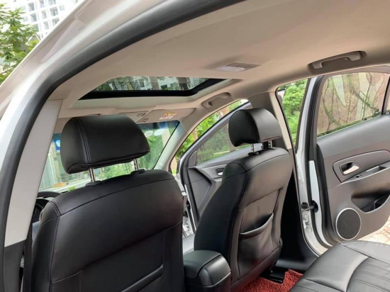 Cần bán xe Cruze LTZ 2017, số tự động, màu trắng, gia đình sử dụng.