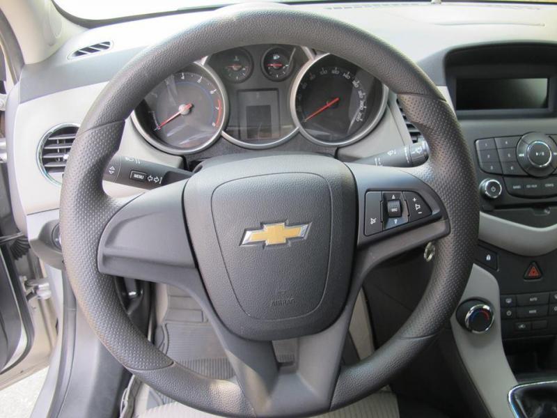 Bán xe Chevrolet Cruze 1.6MT đời 2014 số sàn, màu bạc