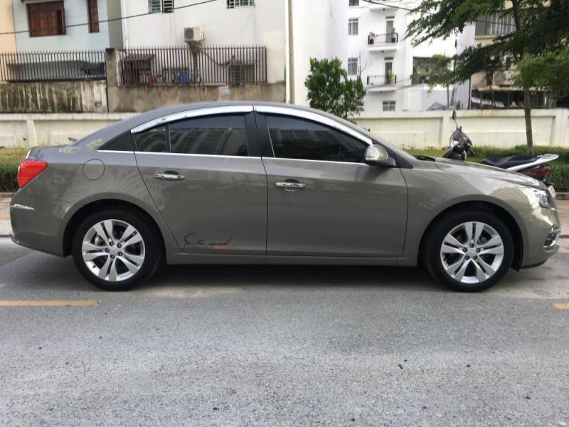 Cần bán xe Cruze 2018, số tự động, màu xám, gia đình sử dụng.