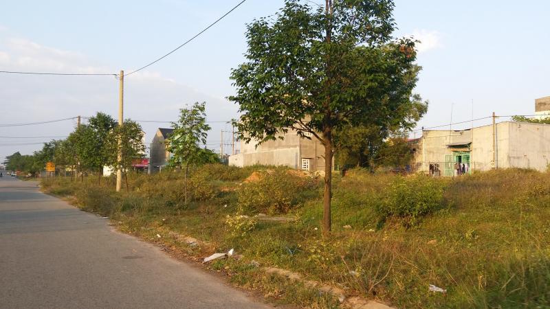 Cần vốn kinh doanh muốn bán nền đất 300m2 giá 700tr/nền.