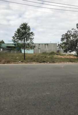 Định cư Úc Tôi sang hết 450m2 đất ngay trung tâm hành chính Quận, khu dân trí cao. Giá 550tr/nền