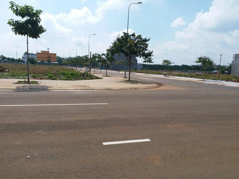 Đất xây trọ, giá 150 tr/nền 100m2, mt Quốc lộ 13, tx Bến Cát