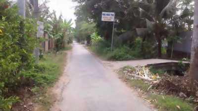 Bán đất nền 10mx30m, có 70m2 thổ cư, giá 350 triệu, gần ủy ban xã Phú An Hoà, Bến Tre