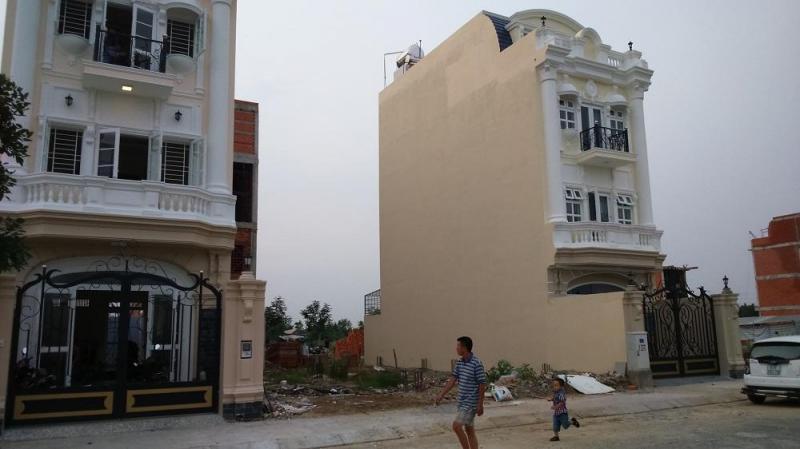 Cần tiền nhượng lại đất thổ cư 100m2, MT 25m, gần bệnh viện Xuyên á.