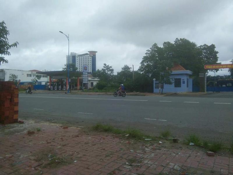 Cho thuê đất dt 22m * 40m đường Nguyễn Văn Tạo, Nhà Bè