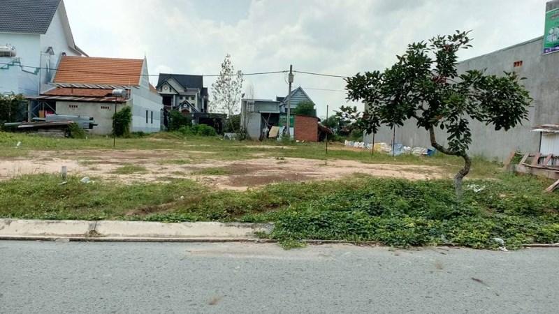 Bán đất MT 18m, xây dựng tự do, xung quanh khu dân cư