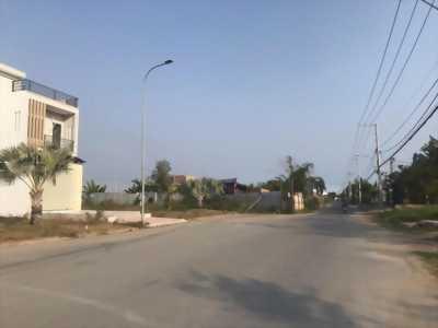 Cần bán lô đất thuộc mặt tiền đường lớn Lã Xuân Oai, Long Trường, Quận 9.
