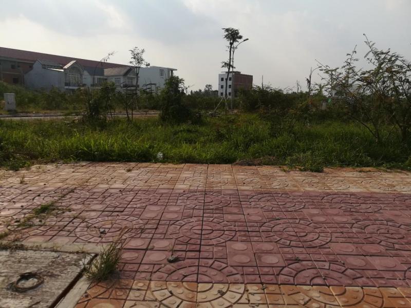 Bán Cặp NỀN GÓC đối diện bờ hồ khu Trung Tâm Văn Hóa Tây Đô - DT 268m2 - Giá 5 tỷ 500 triệu - Hướng ĐN và TN - LG 15.5m - LH 0986184837 Sương