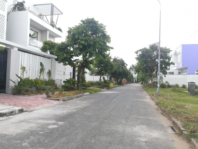 Bán nền biệt thự đường số 1 khu dân cư Nam Long 1 - DT 210m2 - Hướng ĐB - LG 15m - Giá 4 tỷ 100 triệu - LH 0986184837 (Sương)