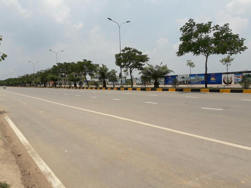Đất giáp với cửa ngõ vào Quận 9 – Tp Hồ chí Minh.