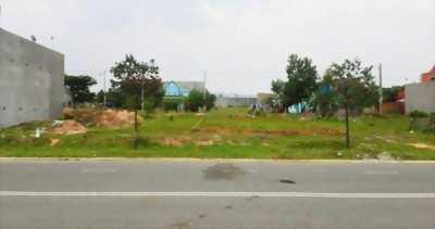 Kẹt tiền bán đất 210m2(10x21 m) sát KCN, dân đông, gần chợ Đêm Bình Dương. LH: 0765.277.636