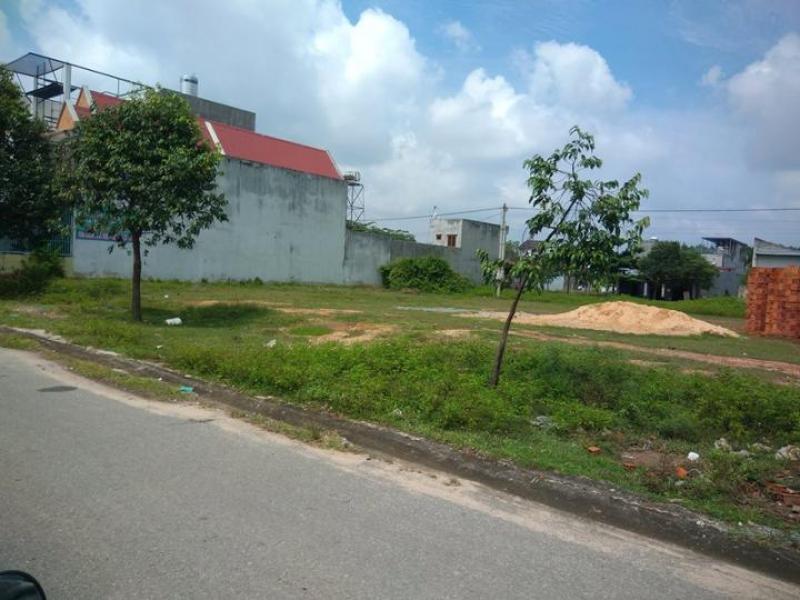 Tôi về quê nên cần bán gấp miếng đất này 200m2, giá 380 triệu, ngay KDC hiện hữu MT 32m