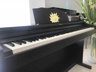 Đàn piano điện tử hàng trưng bày tại Showroom