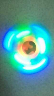 Hand Spinners có đèn, khe cắm thẻ nhớ phát nhạc độc đáo