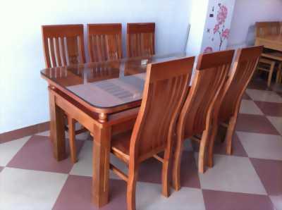 Chật nhà bán lại bàn ăn gỗ xoan đào mới 95%