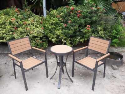Bộ bàn ghế sân vườn giá ve chai