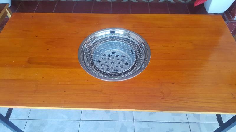 bếp nướng than hoa đặt âm bàn cho quán lẩu nướng