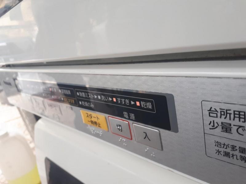 Máy rửa chén Panasonic NP-TR6 đời cao 2013 còn rất mới