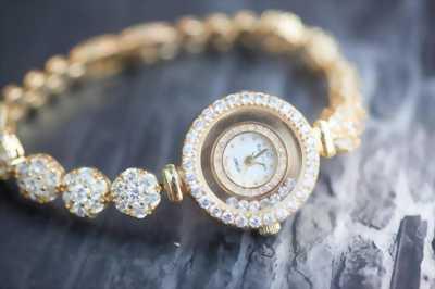 Đồng hồ đá trang sức Royal Crown của Ý còn mới 90%