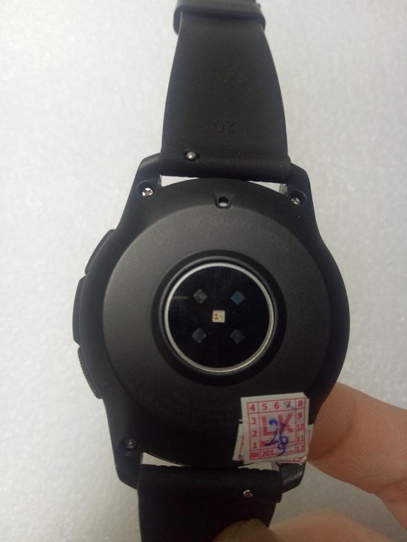 Cần bán Galaxy Watch 42mm LTE, chống nước 5ATM IP68, nghe gọi dt trực tiếp trên đồng hồ