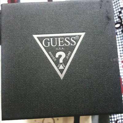 Cần bán đồng hồ nữ Guess