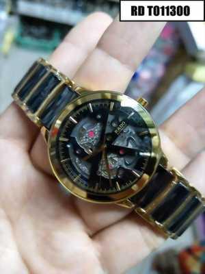 Chiếc đồng hồ đeo tay này của vợ mình tặng đấy