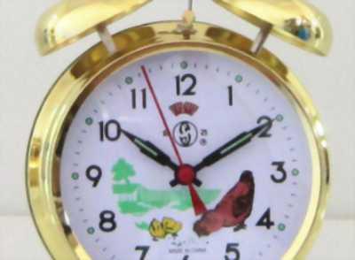 Đồng hồ con gà ,đồng hồ chạy giây cót, đồng hồ để bàn