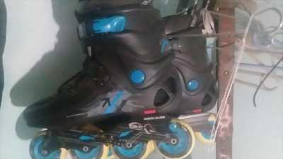 Giày patin đã qua sử dụng. Còn rất mới nhường lại ai có đam mê