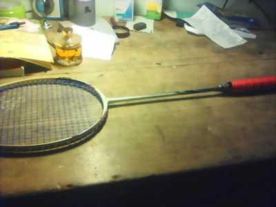 Cần bán lại vợt cầu lông