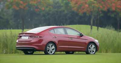 Hyundai Elantra màu đỏ, giá nét, Thanh Trì