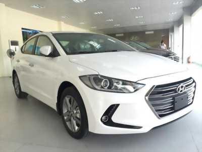 Giao Hyundai Elantra Sport 2018 thế hệ mới màu trắng