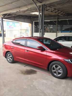 Cần bán xe Hyundai Elantra 2017 đăng kí 2018 số sàn màu đỏ