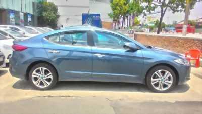 Nhượng gấp xe Hyundai Elantra màu xanh giá hữu nghị
