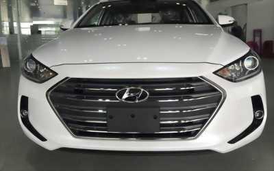 Bán xe Hyundai Elantra 2017 số sàn, giao xe ngay
