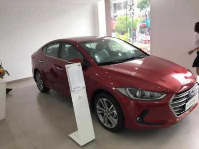 Bán nhanh Hyundai Elantra mới 100% giá ưu đãi màu đỏ chính hãng