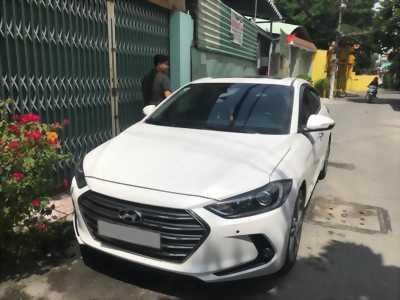 Xe Hyundai Elantra cuối 2017 màu trắng bản full 2.0 tự động
