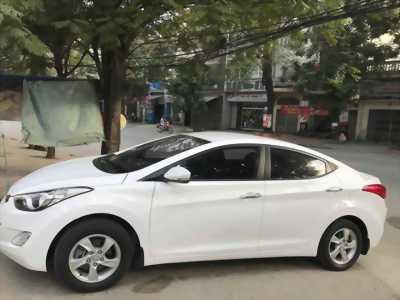 Cần bán gấp xe Huyndai Elentra  2013. Xe số sàn màu trắng