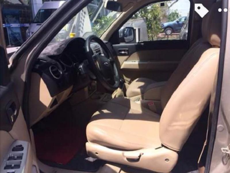 Mình đang kẹt tiền cần bán xe Ford Everest năm 2011, xe còn mới và đẹp với giá rẻ