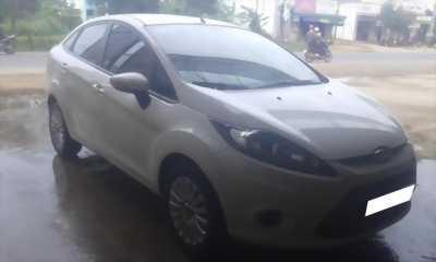 Cần nhượng lại Ford Fiesta đời 2011 White rất đẹp, ra đi gái rẻ như bèo.