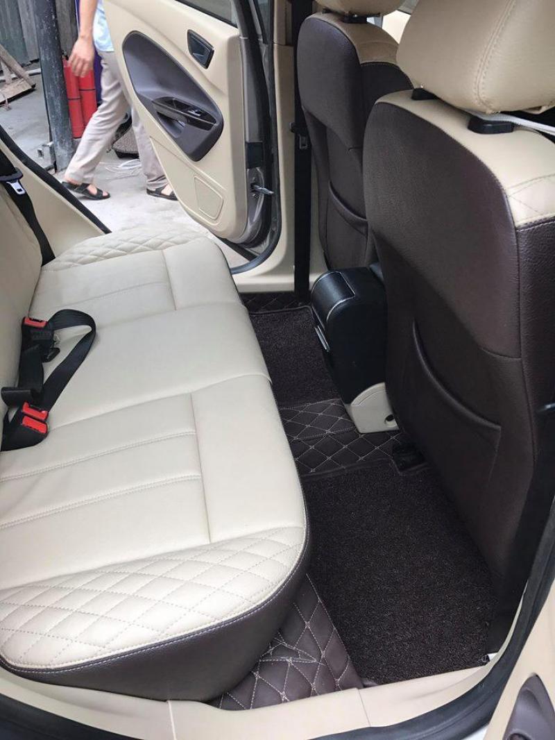 Bán Ford Fiesta 2012 tự động màu bạc xe đi kỹ như mới.