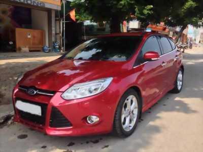 Cần bán gấp xe Focus 2.0, dòng S, sản xuất 2015, số tự động, màu đỏ