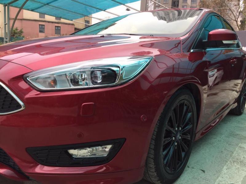 Cần tiền bán xe Focus 2017, Bản S 1.5, số tự động, màu đỏ còn mới tinh.