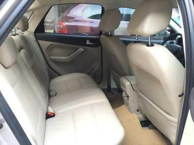 Bán Ford Focus 2012 tự động bản 2.0 màu ghi vàng xe rất đẹp.