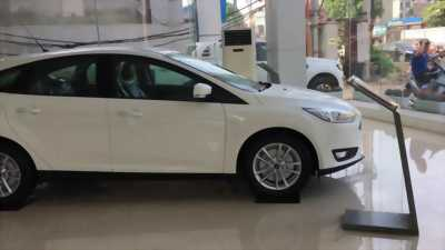 Xe FORD FOCUS ECOBOOTS 2018 đủ màu giao ngay