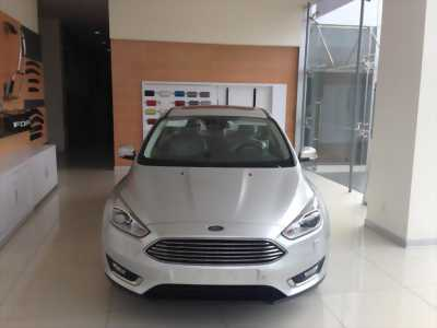 Ford Focus 1.5L Ecoboost 2017, trả trước 10% , giao ngay