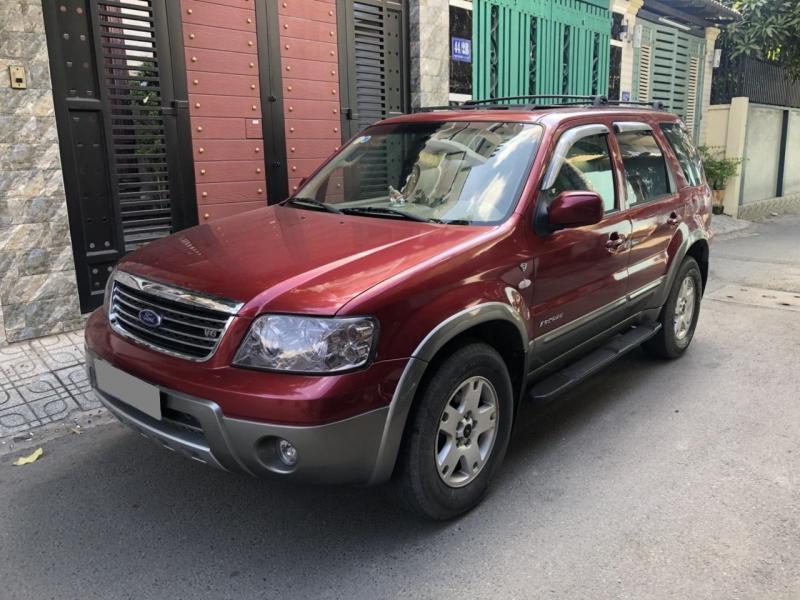 Cần bán Ford Escape 2005 tự động màu đỏ độc nhất SG.