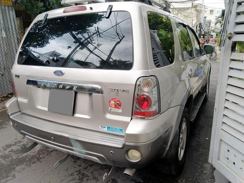 Cần bán con Escape 2007 màu Bạc,số tự động,xe nhà chính chủ.