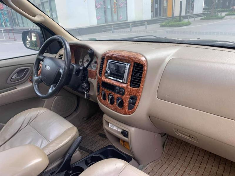 Cần bán nhanh em Ford Escape 2007 số tự động, màu Bạc.