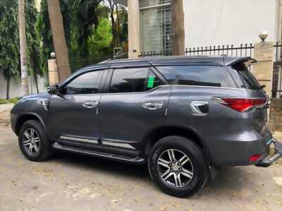 Gia đình cần bán xe Toyota Fortuner 2018 số tự động máy xăng nhập Indo